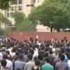 В Китае протестующие сняли с мэрии надпись «Служи народу!»