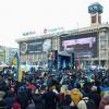 Майдан занимает подходы к Администрации Президента. На Банковой растет баррикада