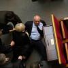 Оппозиционные депутаты немного «помяли» коммунистов в Раде (ФОТО)