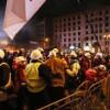 В ходе стычек 4 бойца Беркута были выдернуты из толпы и перетащены на сторону Майдана
