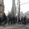 Неизвестные люди с битами и камуфляже не пускают журналистов в Раду