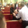 В Раде произошла драка из-за лидера КПУ. Симоненко вытолкали из зала (ФОТО)