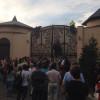 Активисты вошли в дом Ахметова в Конча-Заспе, покупались в его бассейне и вытерлись его же полотенцем