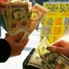 Безработные, студенты и пенсионеры скупают доллары для спекулянтов