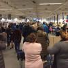 «Черный вторник» в РФ: россияне штурмуют магазины, избавляясь от рублей и сметая все на своем пути (ФОТО)