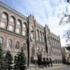 НБУ потребовал от банков списать половину валютных кредитов украинцев