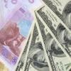 Как правительство «зарабатывает» миллиарды долларов на обесценивании гривны