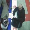 В Киеве разыскивают грабителя, который оставляет конфеты на месте преступления