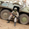 Порошенко пообещал военнослужащим больше денег