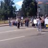 В Киеве противники сноса киосков облили технику бензином и заблокировали дорогу