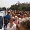 В центре Донецка жители города вышли на стихийный митинг против войны (ВИДЕО)