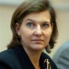 Замгоссекретаря США раздает на Майдане еду