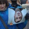За сожженные портреты Захарченка и Пшонки можно получить срок (ВИДЕО)