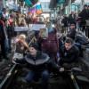 Жители Донбасса должны понять — Путин их не возьмет и платить зарплаты c пенсиями не будет