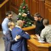 Депутат Парасюк заблокировал трибуну парламента (ФОТО)