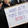 Кому в Украине чаще всего задерживают зарплату, — опрос