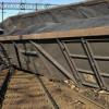 В Луганской области в результате подрыва железнодорожной линии опрокинулся поезд