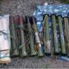 Арсенал оружия и пакет с Трамадолом. СБУ обнаружила тайник возле трассы Артемовск-Дебальцево