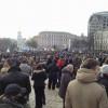 На Михайловской площади уже собралось около 10 тысяч митингующих, а также более 10 дипломатов