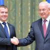 Азаров заявляет об обещании России пересмотреть контракт по газу