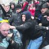 Возле ЦУМа подралось большое количество митингующих