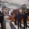 Под зданием парламента в знак протеста выгрузили тонны навоза (ФОТО)