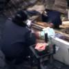Милиция мародерствует на баррикадах Майдана (ВИДЕО)
