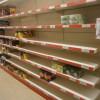 Люди опустошают магазины. Фуры с едой не пускают в город