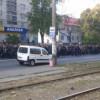 Колонна протестующих солдат-срочников направляется к АП (ВИДЕО)