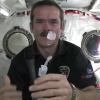 Как моют руки в космосе (ВИДЕО)