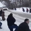 Жители Львовской области стояли на коленях в снегу перед погибшим «киборгом» из 80-й АМБ (ВИДЕО)