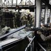 В аэропорту Донецка боевики под дымовой завесой забирают тела