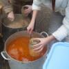 Голодный Луганск: жители стоят в очередях за бесплатной едой (ФОТО)
