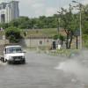В Киеве возле метро Выдубичи кипятком затопило улицу (ФОТО+ВИДЕО)