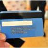 Из-за непризнанности террористы ДНР превратили банковские карты в «паспорта»