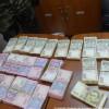 Пытаясь пересечь госграницу, жительница Луганска спрятала под одеждой более миллиона гривен (ВИДЕО)
