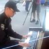 Киевский полицейский сыграл известный хит на уличном рояле (ВИДЕО)